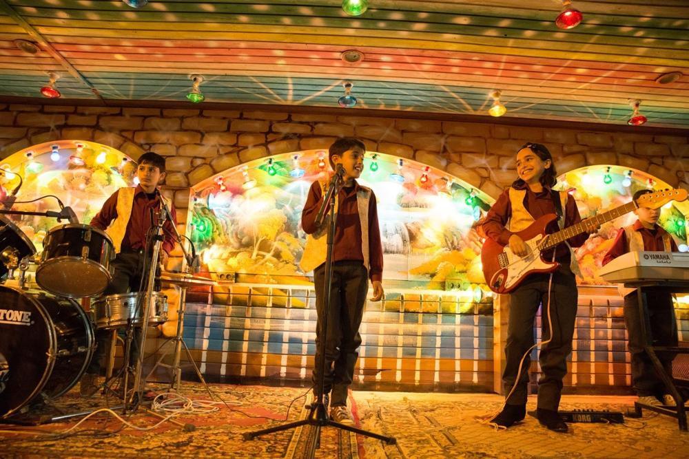 El ídolo cuenta la historia de un joven palestino que sueña con cantar.